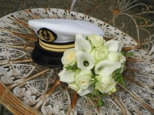 Casquette et bouquet mariée